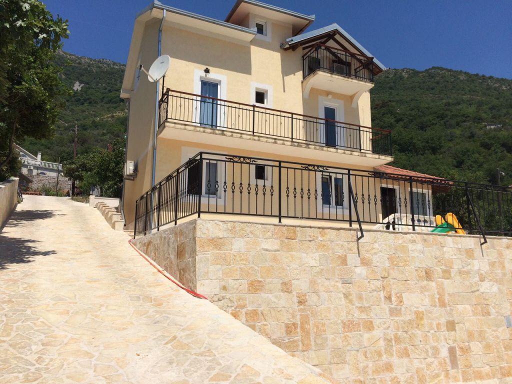Черногорье недвижимость цены дома где лучше купить квартиру у моря в россии или за границей