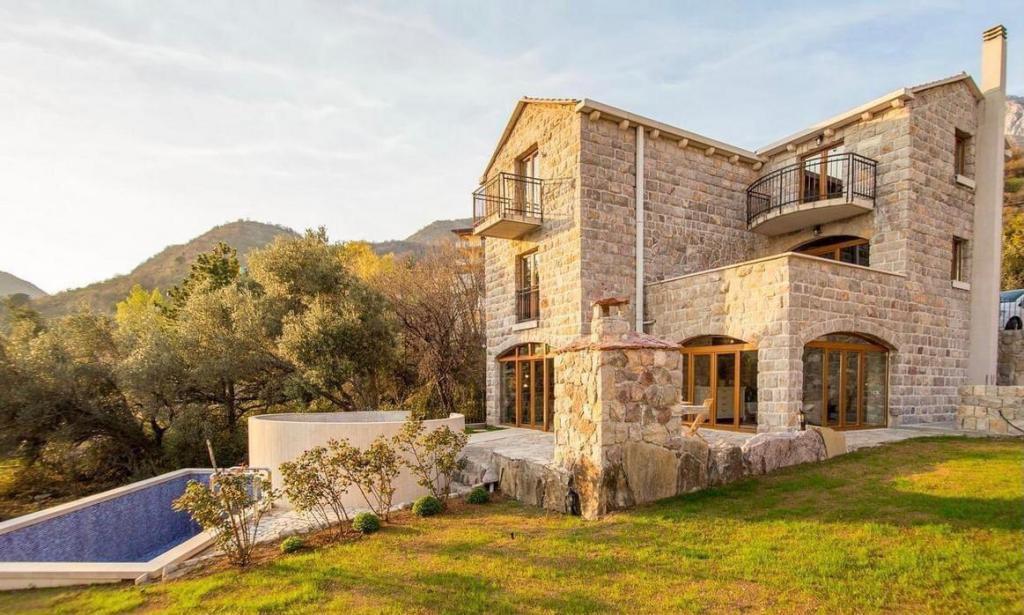 Купить поместье в черногории недвижимость валенсия в испании недорого